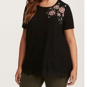 SUPER SOFT EMBROIDERED ROSES LACE INSET TEE